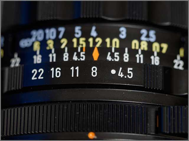 镜头光圈环特写,选择焦点在数字 8 .jpg