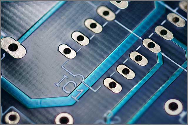 通孔技术蓝色印刷电路板.jpg
