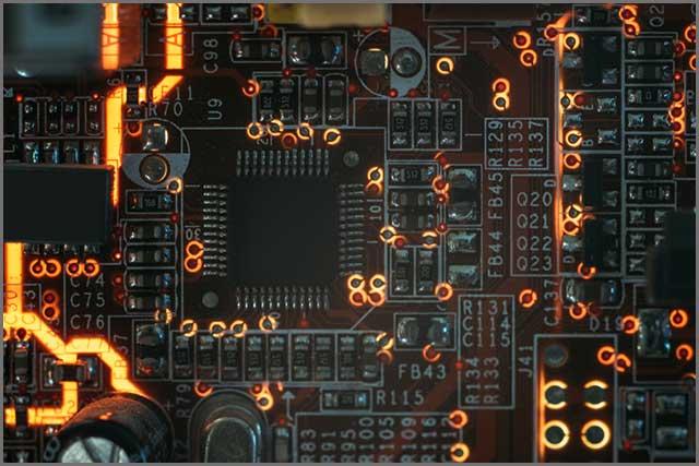 突出显示不同 PCB 孔尺寸的设计.jpg