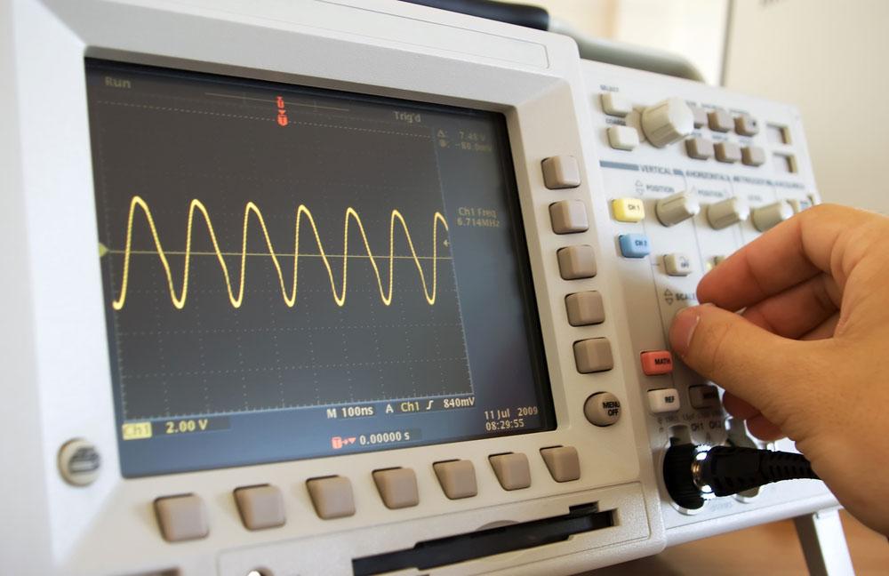 模拟与数字示波器--调整示波器的手