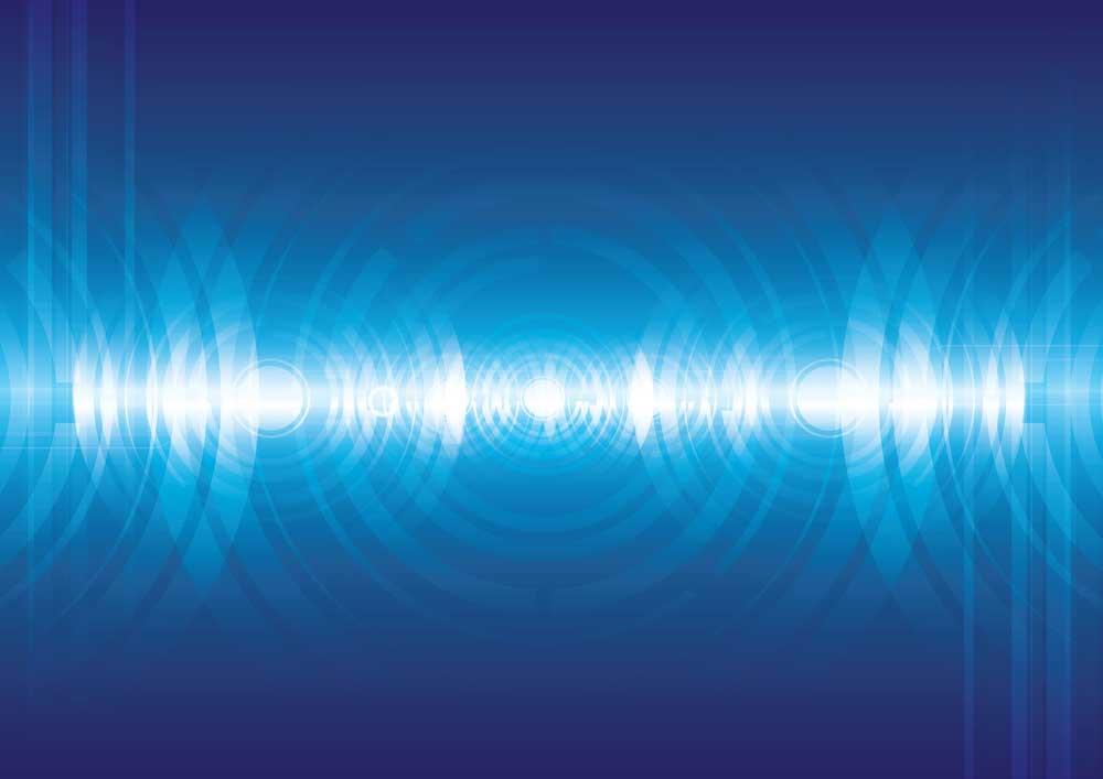电容器集成在地线和噪声路径之间
