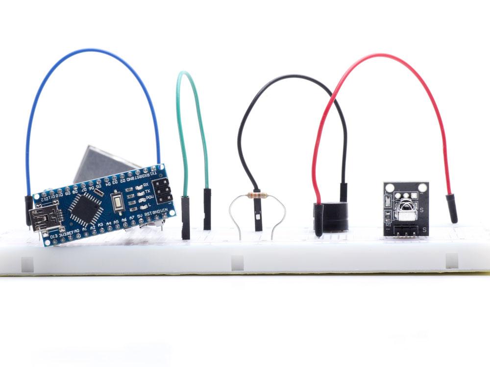 使用迷你 USB 供电的 Arduino Nano